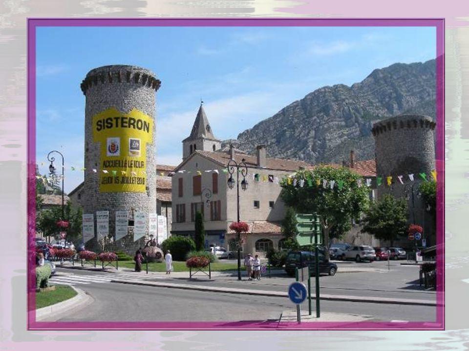 Située à 485 m daltitude, Sisteron est une ville qui se révèle accueillante dès le premier abord. Toute fleurie, jouissant de 300 jours densoleillemen