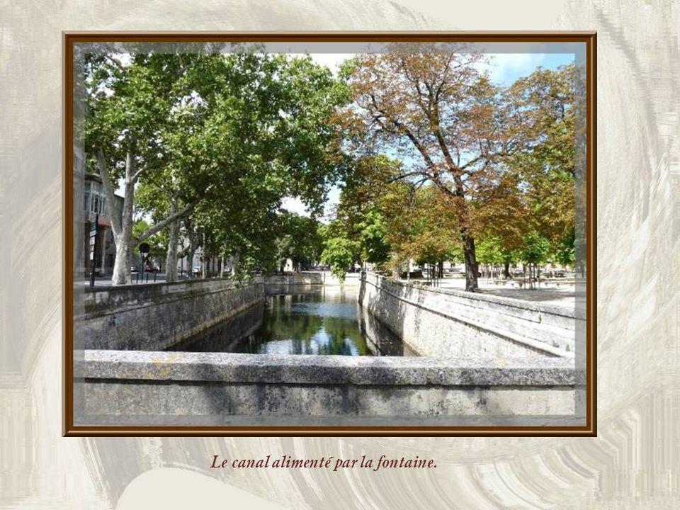 Au XVIe siècle, léglise existait encore, occupée par des frères qui en furent chassés lors des guerres de Religion. Le monument servit alors dentrepôt