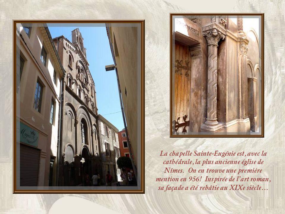 Lune des nombreuses petites places de Nîmes où il fait bon se reposer…