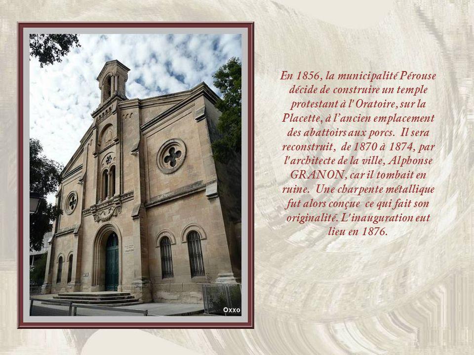 A gauche, une ancienne église des Dominicains désaffectée fut dabord louée par les Protestants. Ce fut le pasteur Paul Rabaut qui linaugura en 1792. N