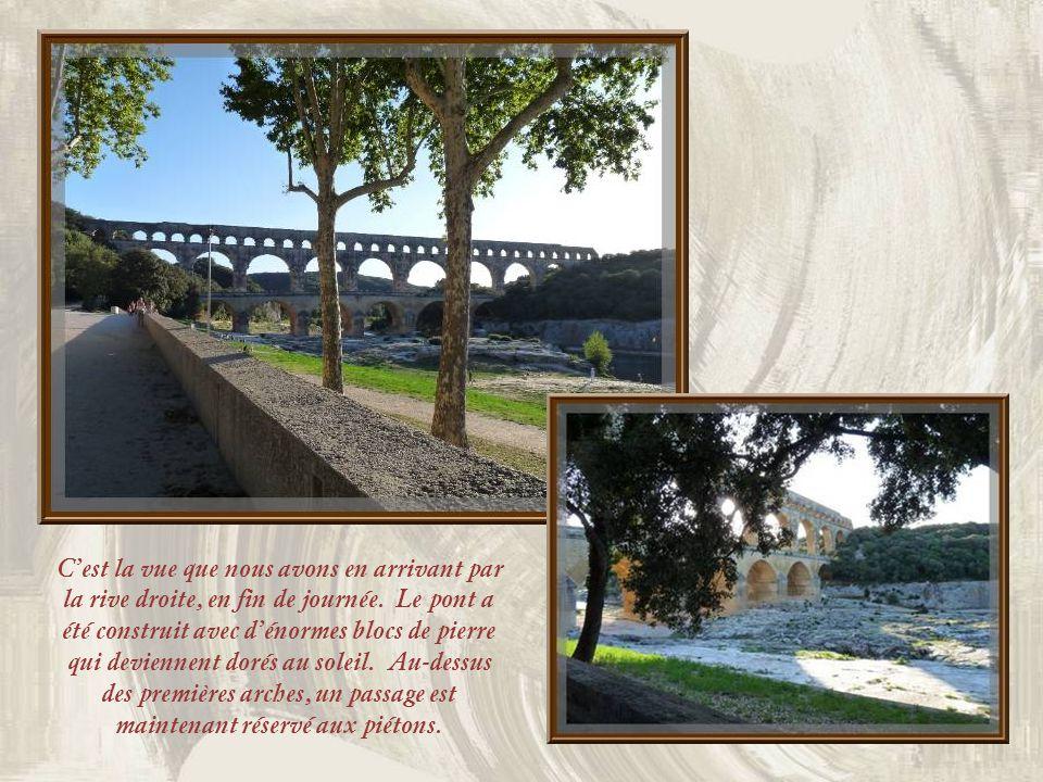 Une visite de Nîmes serait impensable sans faire le détour nécessaire pour contempler lun des plus beaux édifices de lAntiquité romaine, le Pont du Gard.