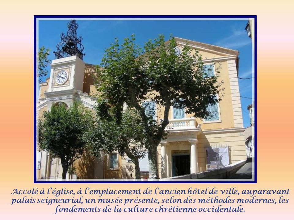 Accolé à léglise, à lemplacement de lancien hôtel de ville, auparavant palais seigneurial, un musée présente, selon des méthodes modernes, les fondements de la culture chrétienne occidentale.