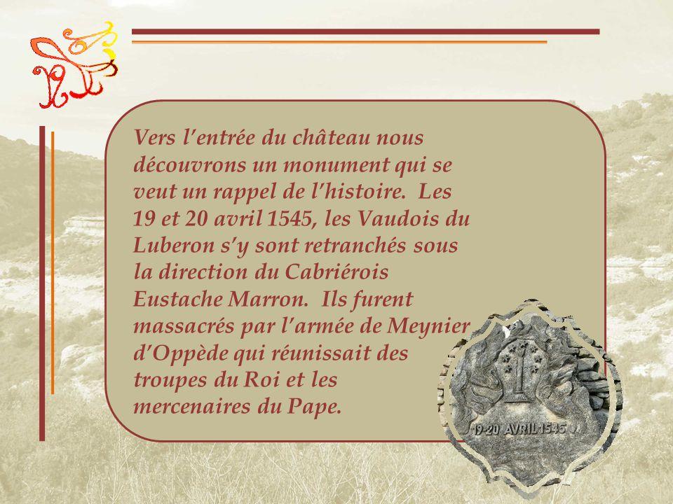 À lintérieur, lon apprend que si le premier moulin à papier de la Provence, à Carpentras, date de 1374, cest en 1522 quil sen installa un sur lautre rive de la Sorgue.