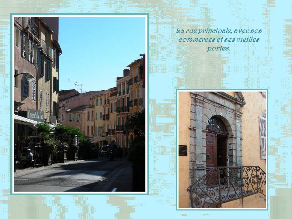 Juste avant de pénétrer dans la vieille cité, nous remarquons ce qui, à première vue, semble être une église. Eh bien, non! Cest une école!