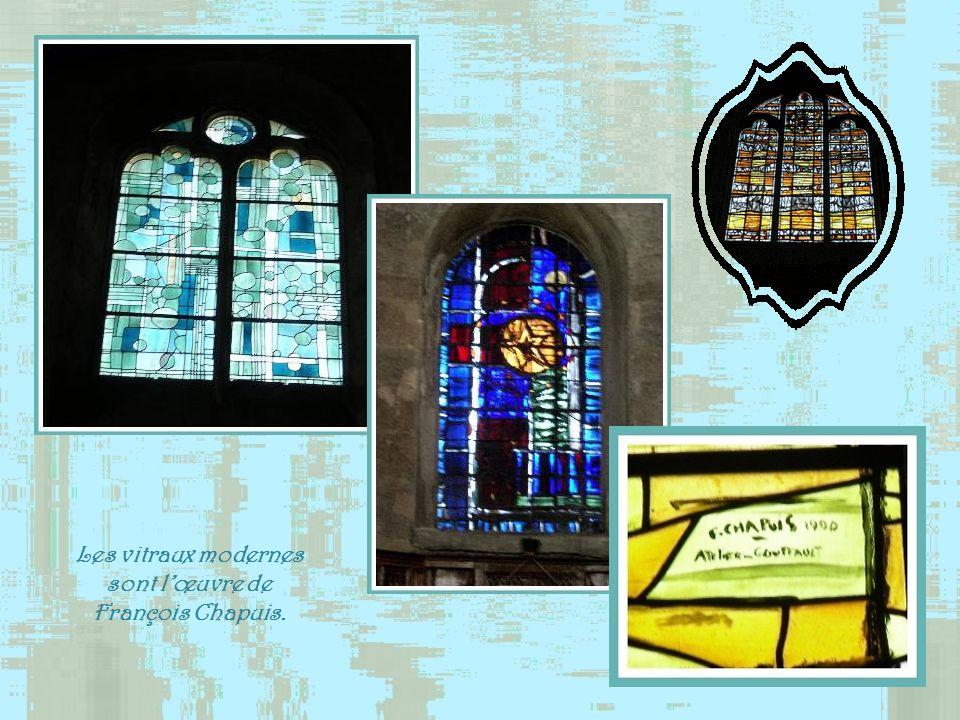 Le retable de Sainte-Marguerite est lœuvre du peintre niçois Jacopo Durandi qui vécut au XVe siècle. Un premier orgue existait dès 1600. Il fut plusie