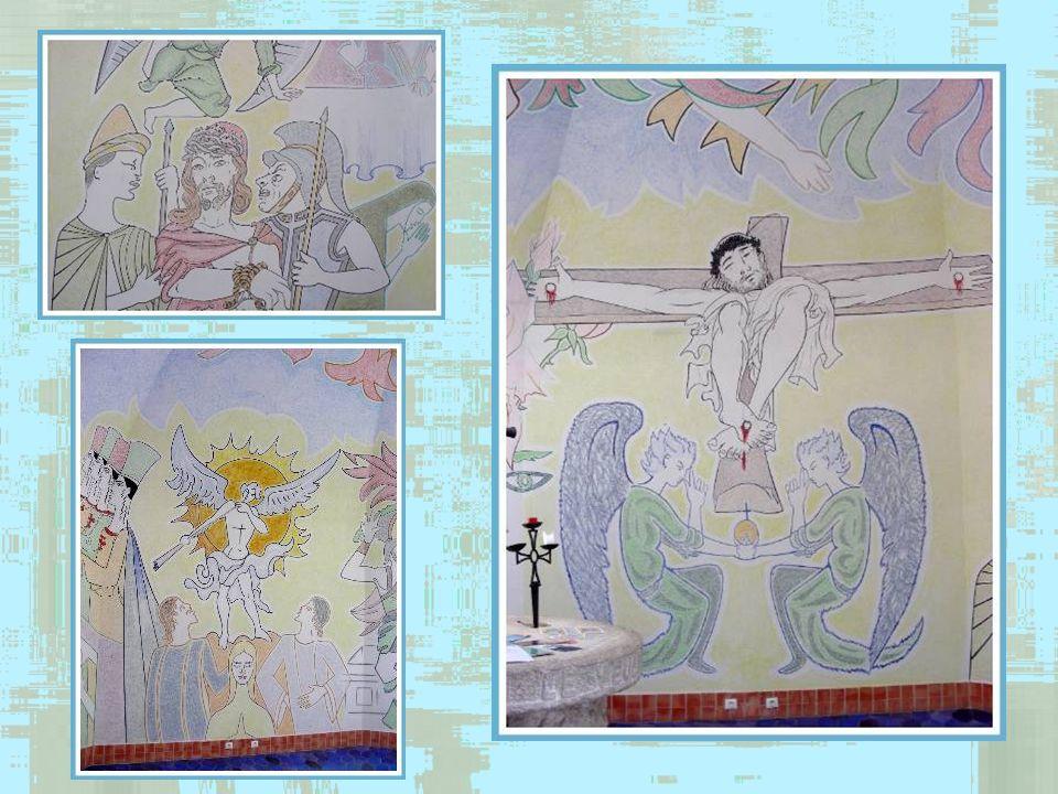 Aperçu de la décoration intérieure… Le blason serait une interprétation originale de celui de lordre des Chevaliers du Saint-Sépulcre.