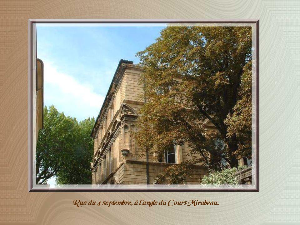 Cette place est admirablement complétée par lhôtel de Boisgelin construit au milieu du XVIIème siècle.