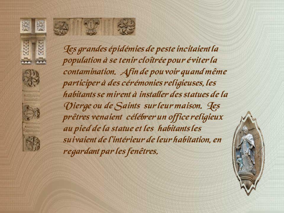La place des prêcheurs se prolonge du Palais de Justice à léglise de la Madeleine où fut baptisé Cézanne en 1839.