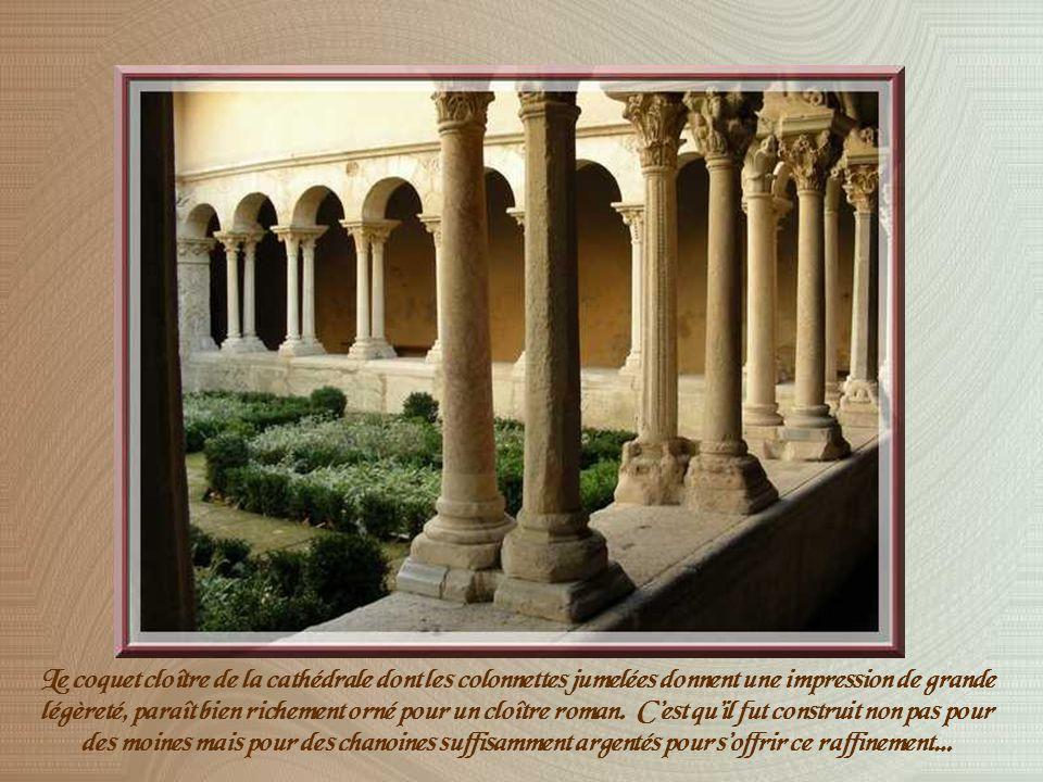 Alors quun évêché fut implanté dans Aix au IVème siècle, lhistoire de la cathédrale Saint-Sauveur sinscrit entre le Vème et le XVIIIème siècle, offrant ainsi une gamme de souvenirs séchelonnant du mérovingien au baroque...