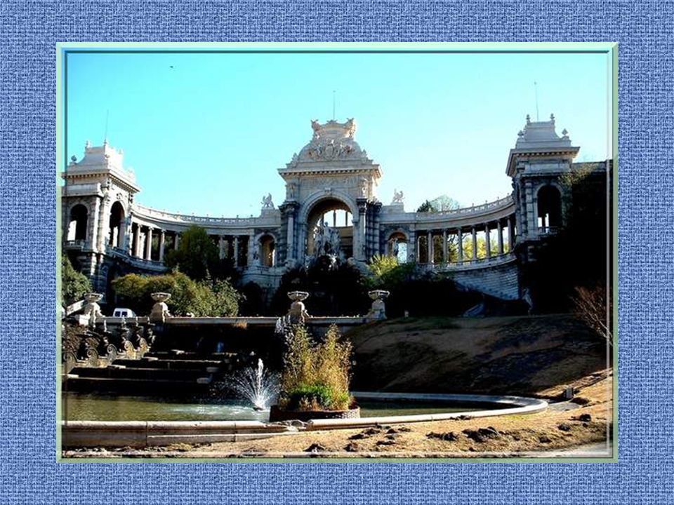 Au XIXe siècle, leau était insuffisante à Marseille. Les ingénieurs conçurent un aqueduc pour apporter celle de la Durance et lon construisit le Palai