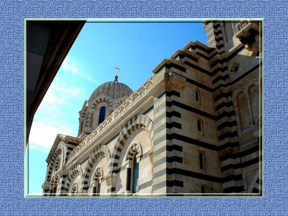 Et maintenant, grimpons à Notre- Dame de la Garde, la maison de la « Bonne mère » qui fut construite, elle aussi, par Espérandieu au milieu du XIXe si