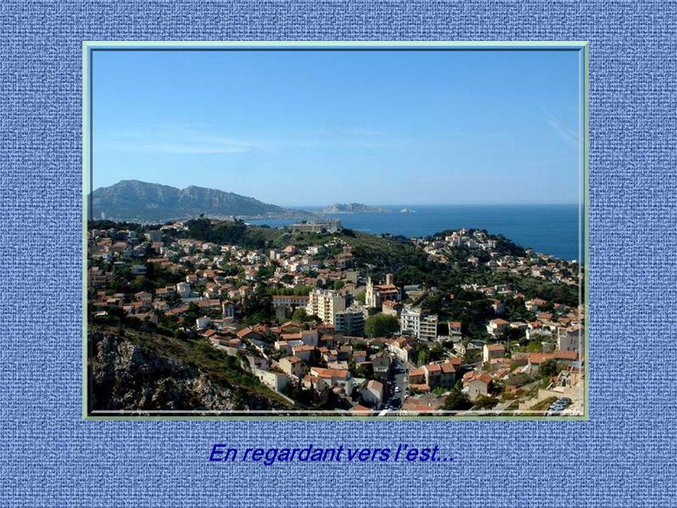 Du haut de la colline, on jouit de lun des plus beaux panoramas urbains de France avec, dun côté la mer et ses kilomètres de côte rocheuse et de lautr
