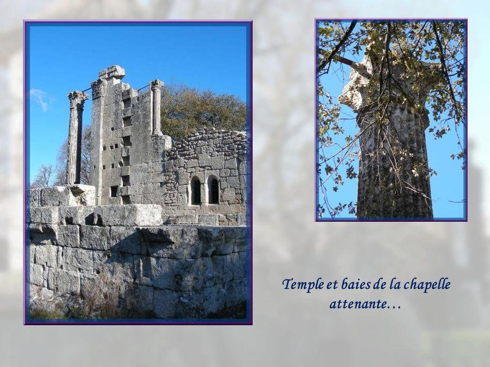 Temple de Diane et chapelle dominent le site.