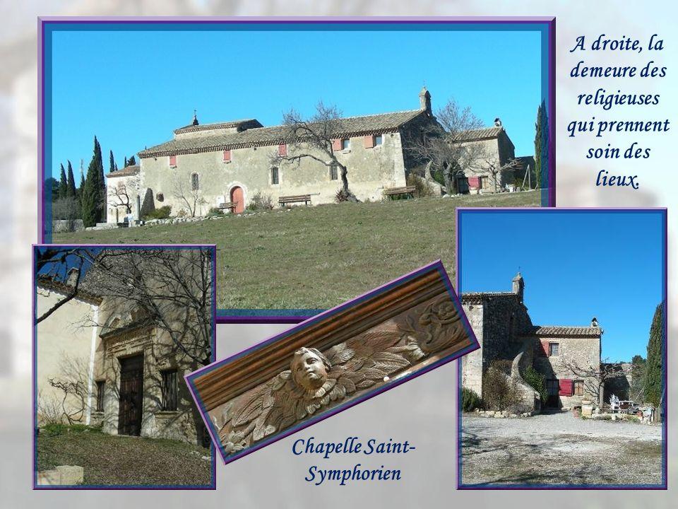 La chapelle Saint-Symphorien, notre prochaine étape, fut construite au XIe siècle, mais constamment modifiée jusquau XVIIe.