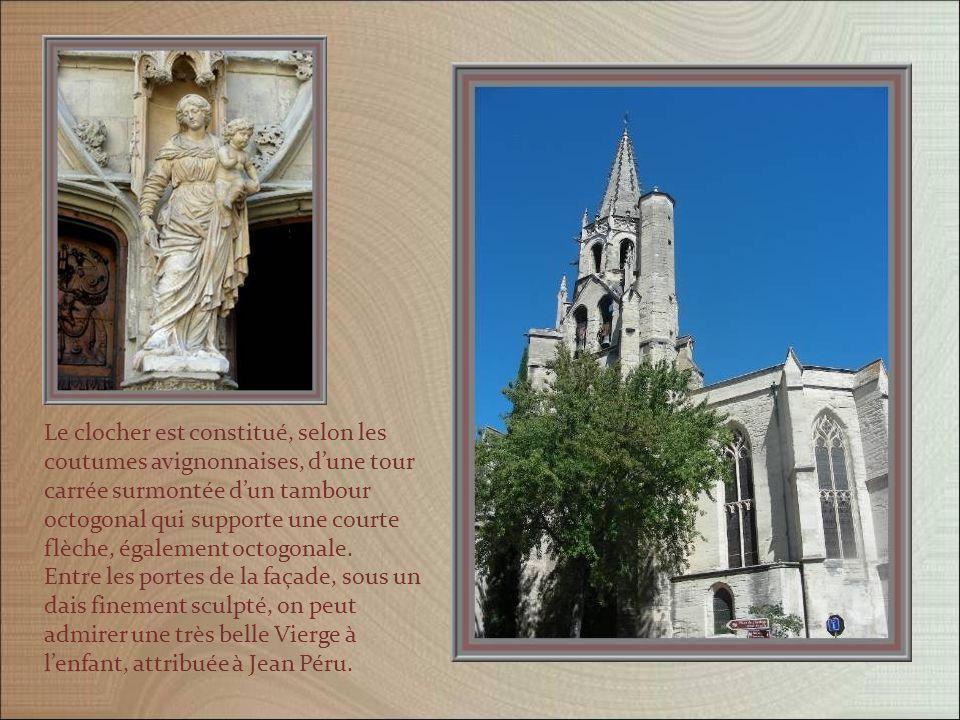 Dorigine très ancienne, léglise Saint-Pierre fut rebâtie en partie par Pierre des Près, évêque de Palestrina, qui y fonda une collégiale en 1358, avec bâtiment des chanoines et cloître.