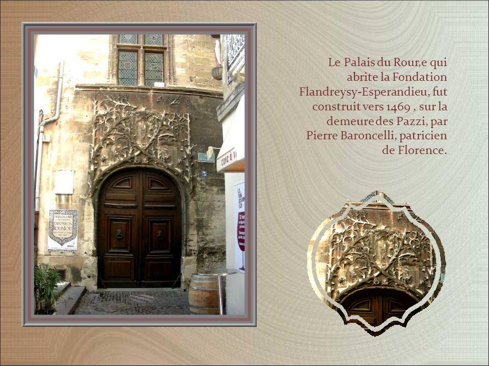 Une construction Renaissance, qui mériterait bien une restauration et un autre bel immeuble…