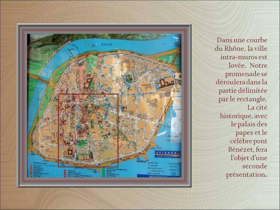 Occupé dès 3 000 ans av. J.-C., le site devint rapidement un carrefour de civilisations.