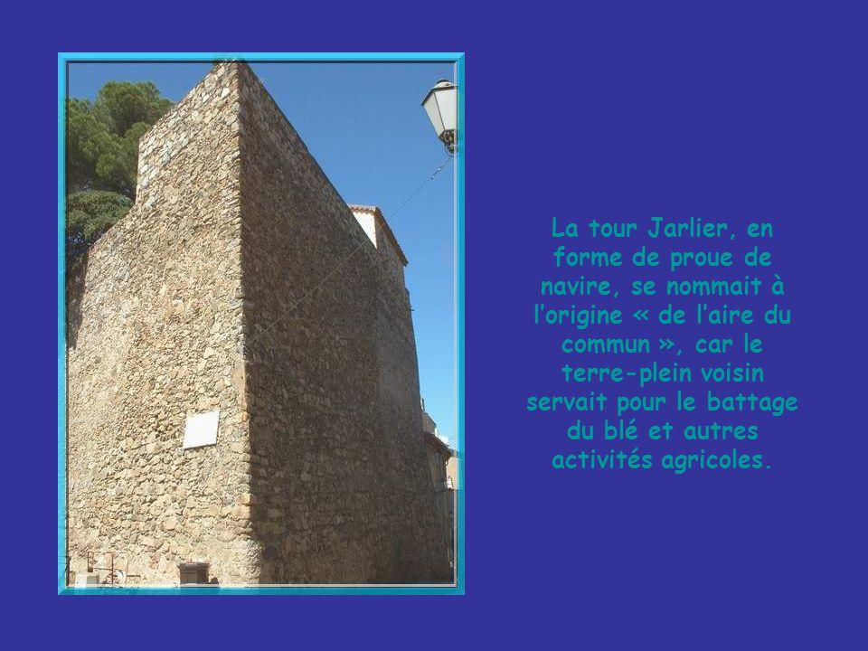 La chapelle de la Miséricorde… …et ses contreforts formant arches au-dessus de la rue adjacente!