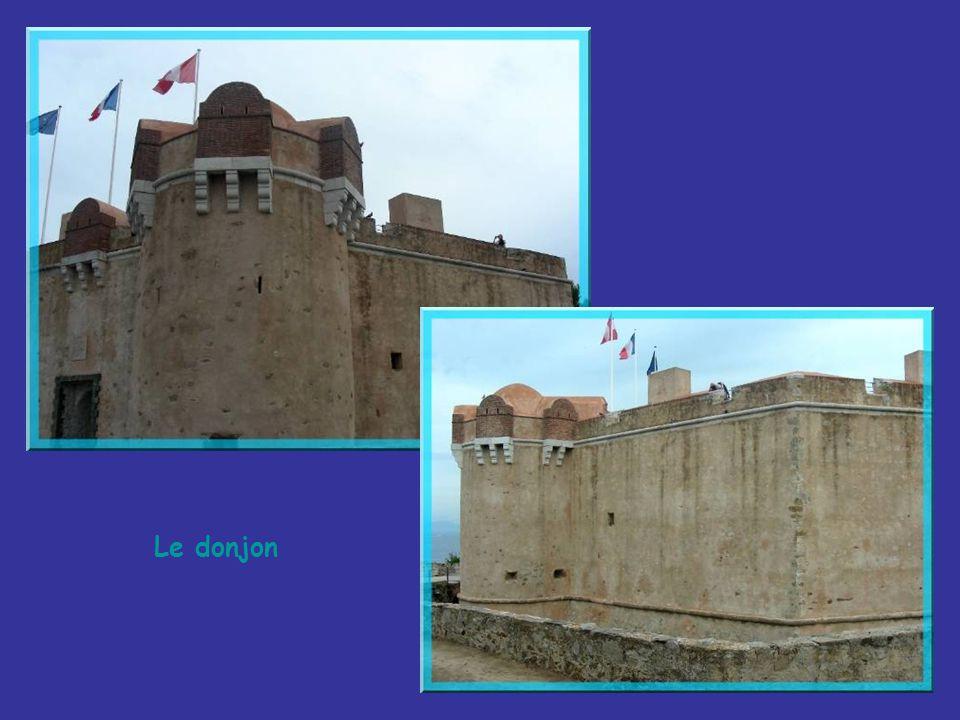 Le donjon est la partie la plus ancienne de lensemble existant. Il remonte aux années 1602 à 1607. Cétait la dernière zone de repli, pour la garnison,