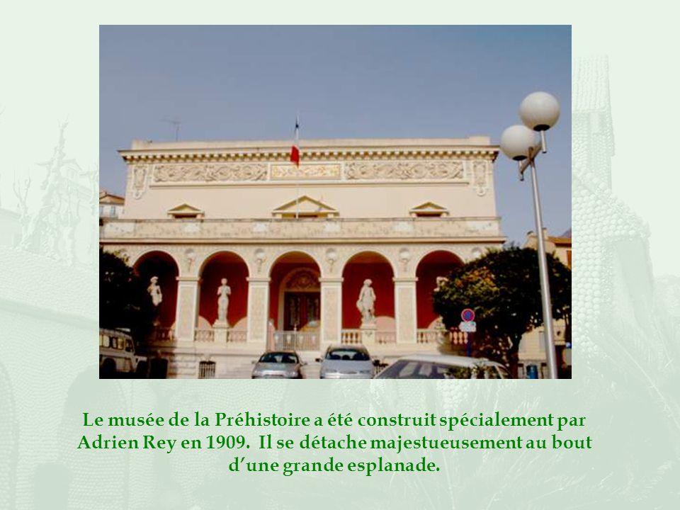 Le musée de la Préhistoire a été construit spécialement par Adrien Rey en 1909.