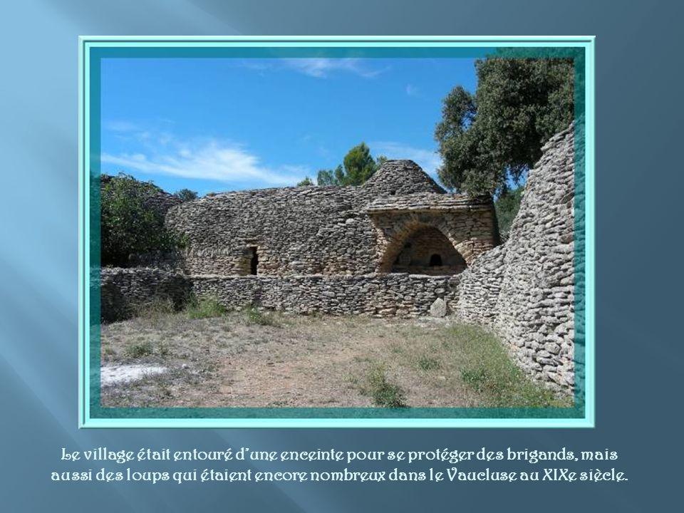 Une maison dhabitation beaucoup plus conséquente, datant du XVIIe siècle.