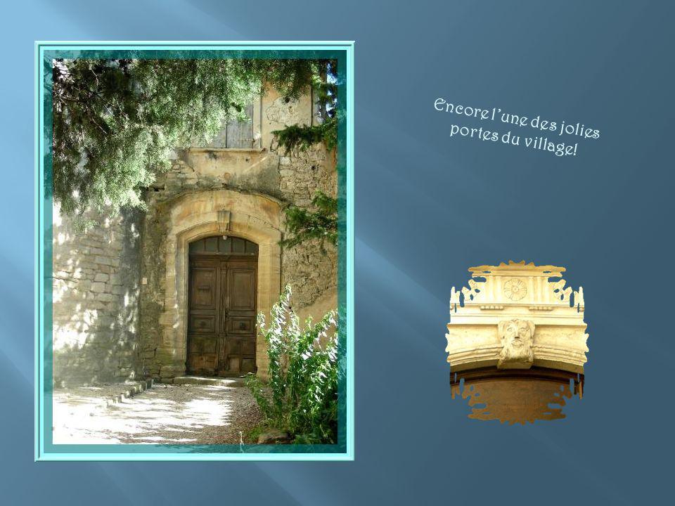 Déjà cité en 1540, voici le Portal de Costubague. Un peu plus haut, se trouve la Porte de Savoie.