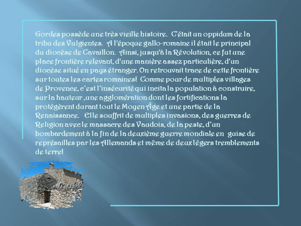 Voici un autre village qui sagrippe à flanc de colline, dominé par son superbe château qui abrite le musée Pol Mara et lHôtel de Ville.