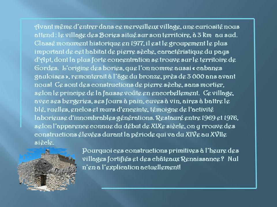Autour de Gordes ce sont de multiples oliviers et ces murs de construction si particulière, en pierre sèche.