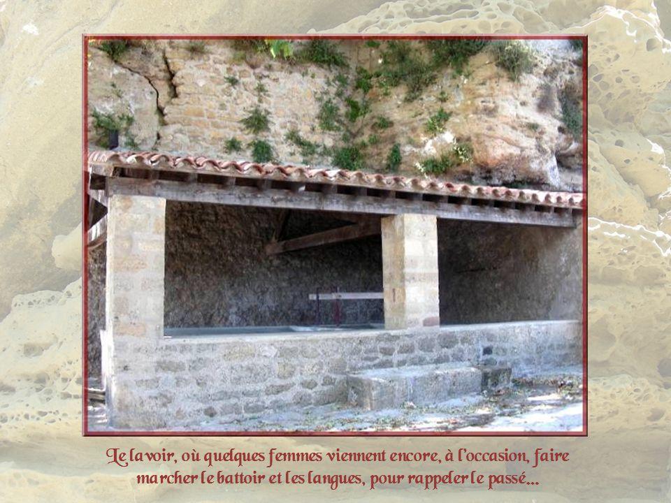 Longtemps leau manquait au village. Les habitants devaient se contenter de celle des citernes et dun vieux puits au lieu-dit la Clastre. En 1851, en c