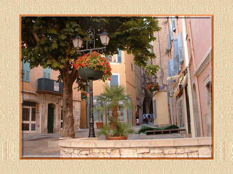 Henry Miller avait bien su découvrir les charmes cachés de la ville, lui qui écrivait à Anaïs Nin, « Grasse dépasse tous les endroits que jai jamais vus.