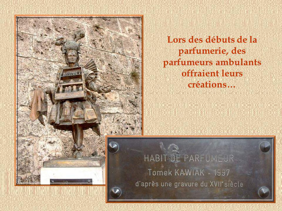 Au XVIe siècle, naît la parfumerie à Grasse, encouragée par la faveur montante des gants parfumés introduits par Catherine de Médicis et par la présence des herbes aromatiques nécessaires.