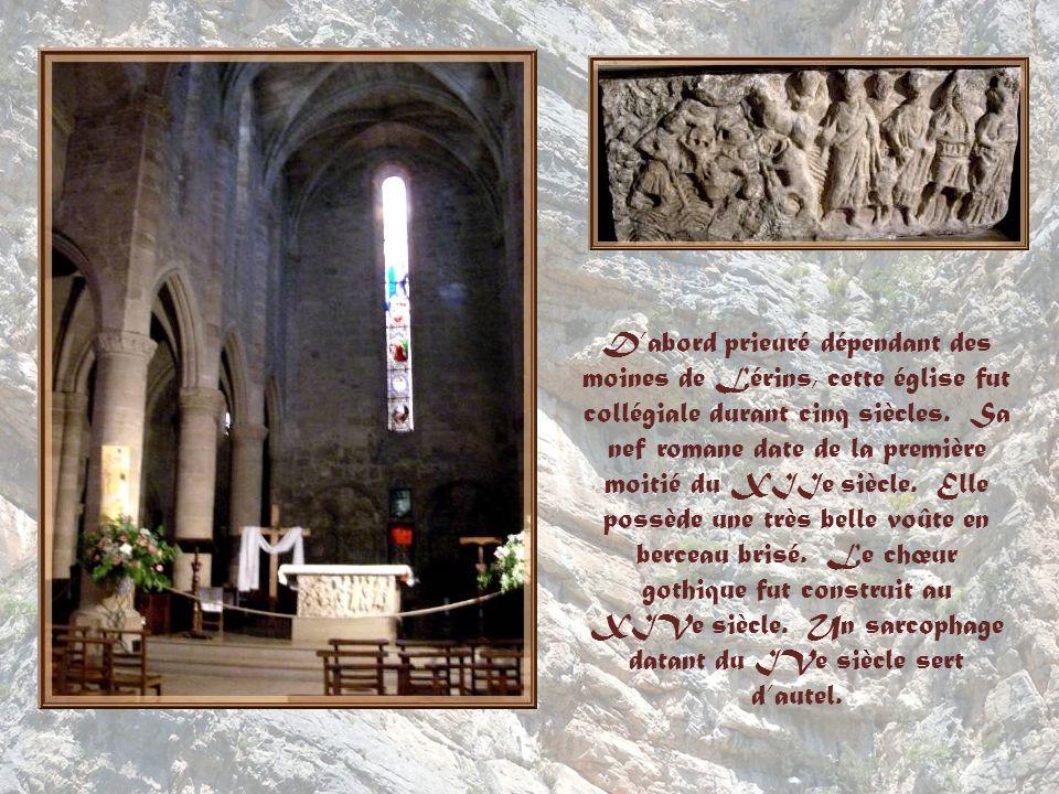 Le plan de léglise est pour le moins bizarre avec son irrégularité… Laxe de la nef ne fut pas respecté lorsque le prieur Pierre de Pratis commanda lagrandissement en 1536.