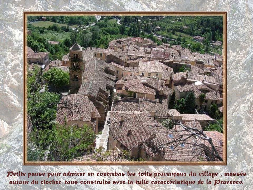 En bordure du trajet, cet oratoire est lun des plus anciens de toute la Provence.