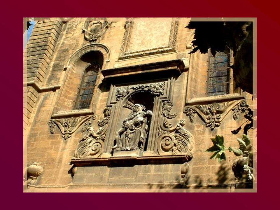 Léglise de Saint- Chamas possède une belle façade baroque…
