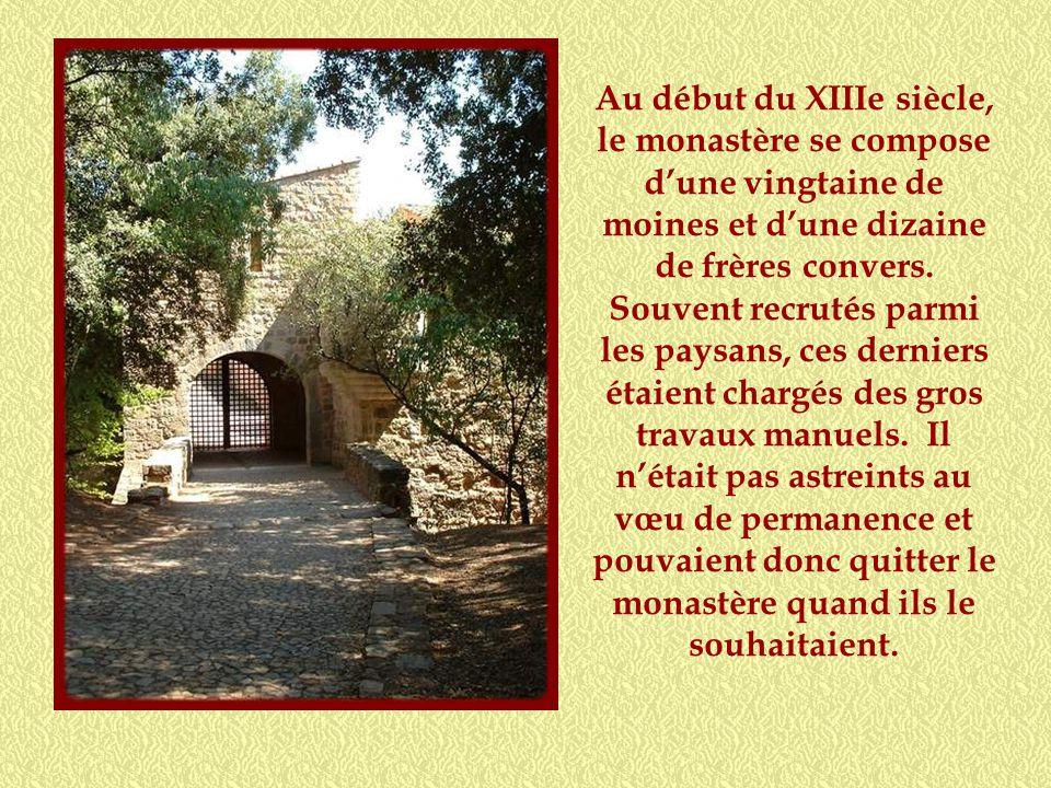 En 1136, des moines quittent Mazan en Ardèche pour fonder un monastère sur le territoire de Tourtour. Vingt ans plus tard, ils se transportent près de