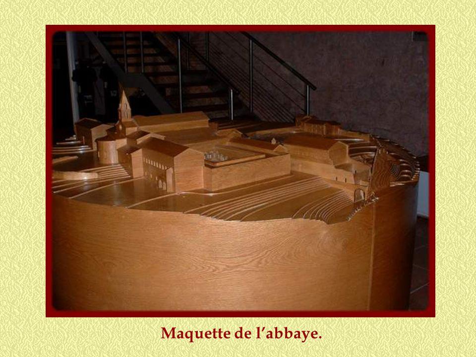 Au début du XIIIe siècle, le monastère se compose dune vingtaine de moines et dune dizaine de frères convers. Souvent recrutés parmi les paysans, ces
