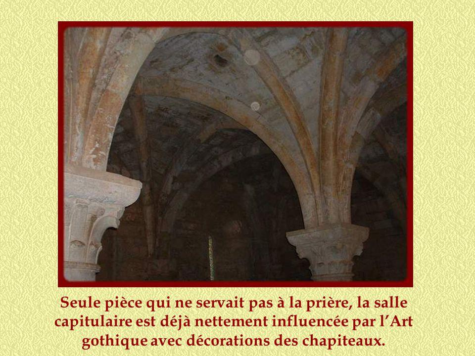 La fontaine, qui servait à la fois à la consommation deau et aux ablutions, était abritée dans cet édifice hexagonal situé dans la cour du cloître, fa