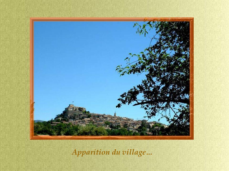 Apparition du village…