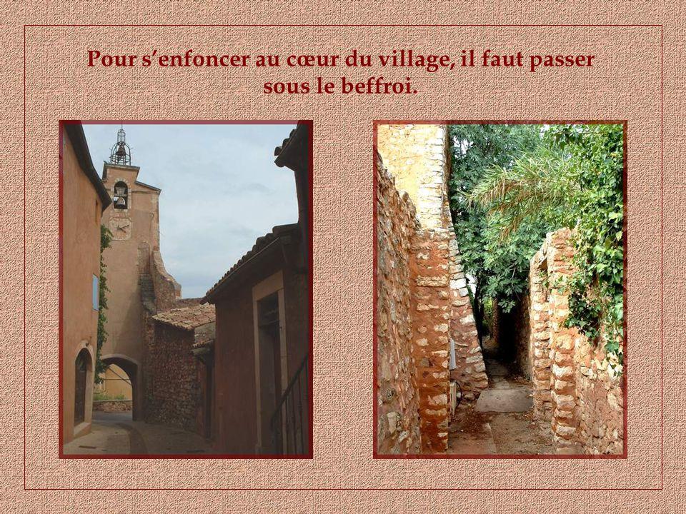 A proximité des anciennes carrières, se dresse, rouge comme la terre qui lentoure et comme son nom, le charmant village de Roussillon.