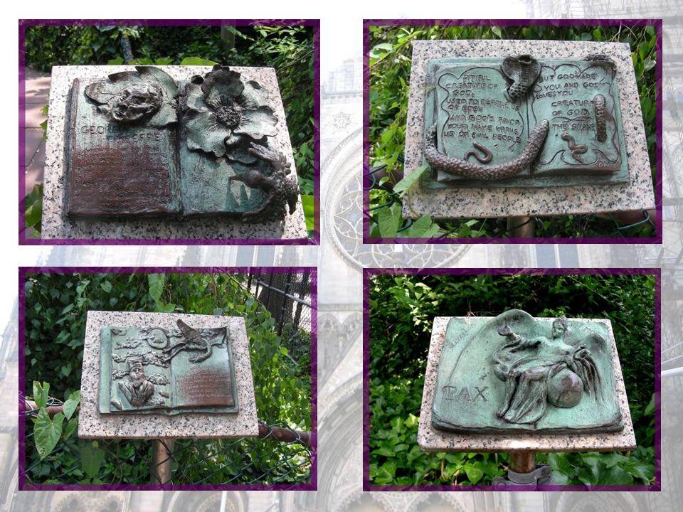 On trouve ainsi des dizaines de petites sculptures disséminées dans la verdure et il semble quil sen ajoute régulièrement.