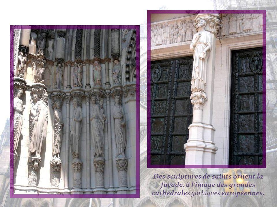 Cette cathédrale se veut bien davantage quune construction religieuse. Sa charte inscrivit un objectif qui constituait une déclaration œcuménique visi