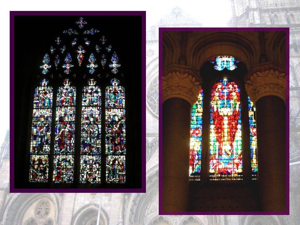 Le chœur est un bel exemple darchitecture romane aux Etats-Unis. Les huit colonnes massives sont réalisées en granit provenant du Maine.