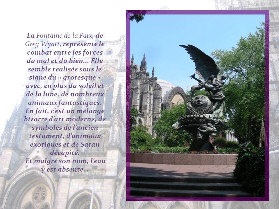 La Fontaine de la Paix, de Greg Wyatt, représente le combat entre les forces du mal et du bien...