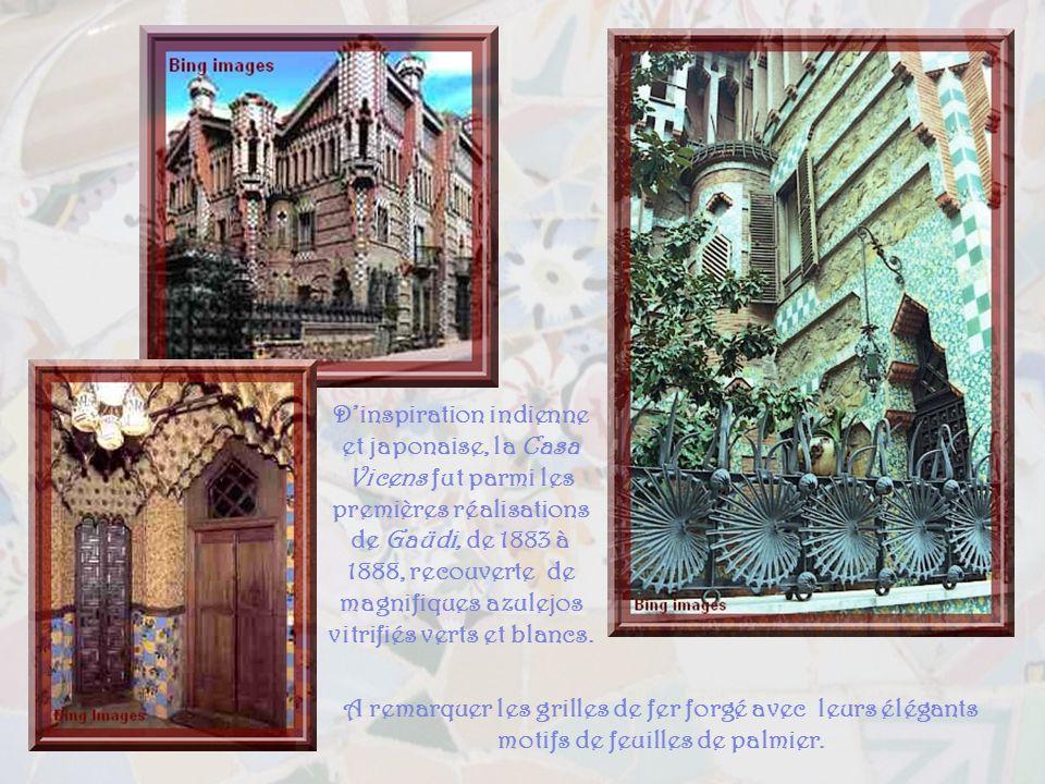 Dinspiration indienne et japonaise, la Casa Vicens fut parmi les premières réalisations de Gaüdi, de 1883 à 1888, recouverte de magnifiques azulejos vitrifiés verts et blancs.