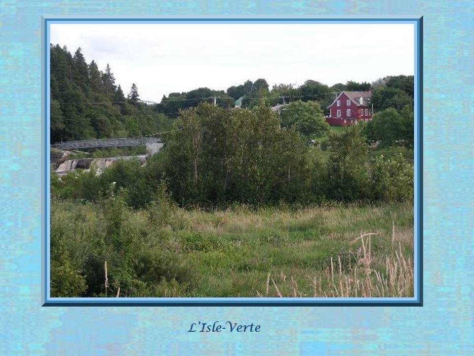 Dabord fréquentée par les Amérindiens, cette région vit le début de la colonisation, comme pour celle qui sétend de Québec jusque là, vers la fin du XVIIe siècle, en bordure du fleuve et particulièrement aux confluents des rivières.