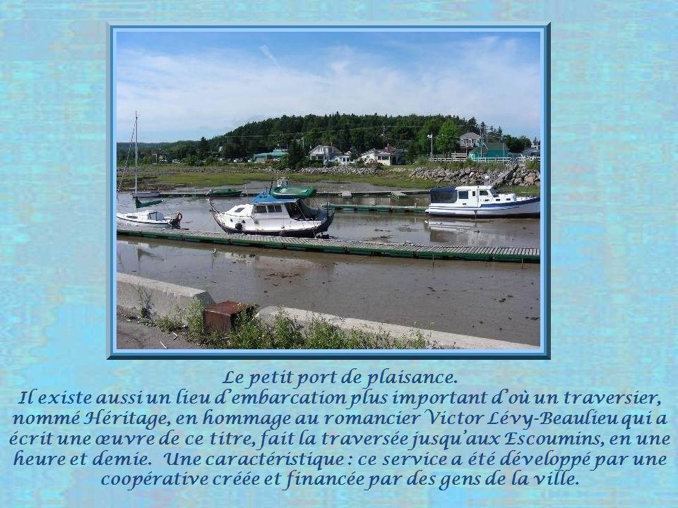 Le petit port de plaisance.