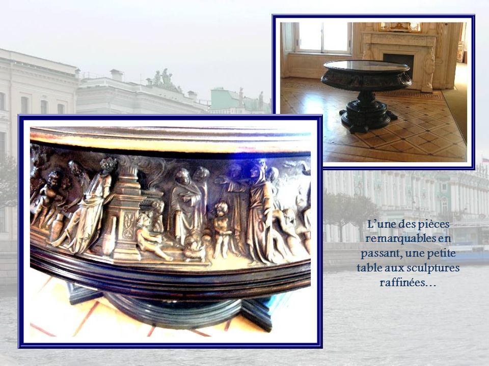 Lhorloge Le Paon a été réalisée en Angleterre, dans la seconde moitié du XVIIIe siècle, par lhorloger James Coxe.
