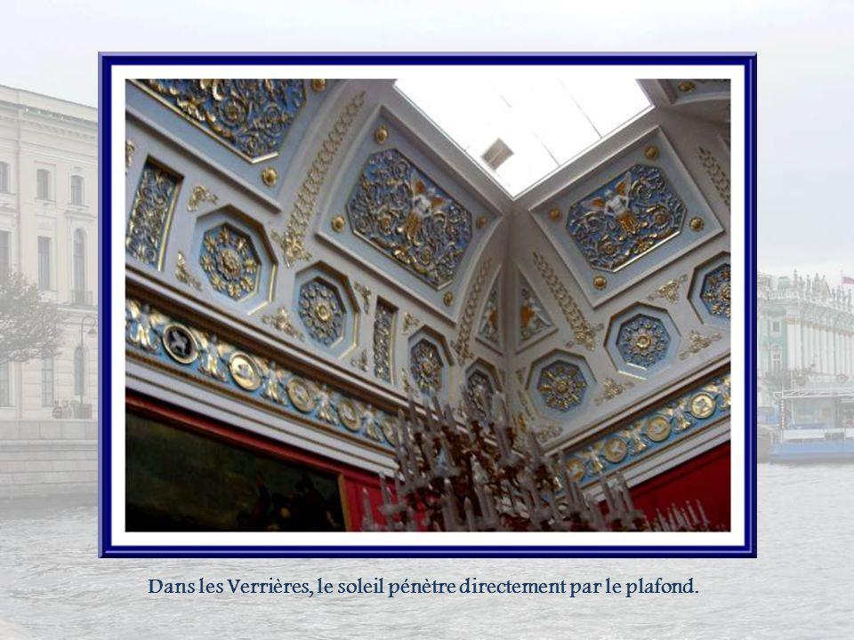 Les trois plus grandes salles de lErmitage sont les Verrières (grande, petite et espagnole ). Elles contiennent des œuvres de peintres italiens et esp
