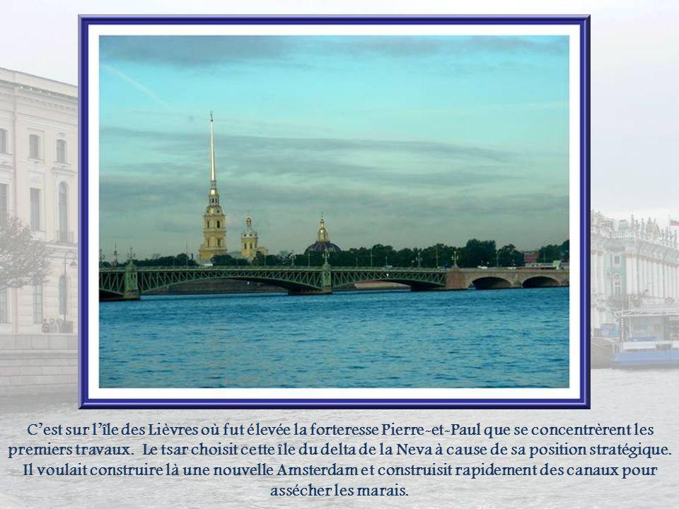 Lancienne capitale de la Russie fut fondée par le tsar Pierre Ier, le 27 mai 1703. Allant à lencontre de la vieille Russie, il implanta cette ville su
