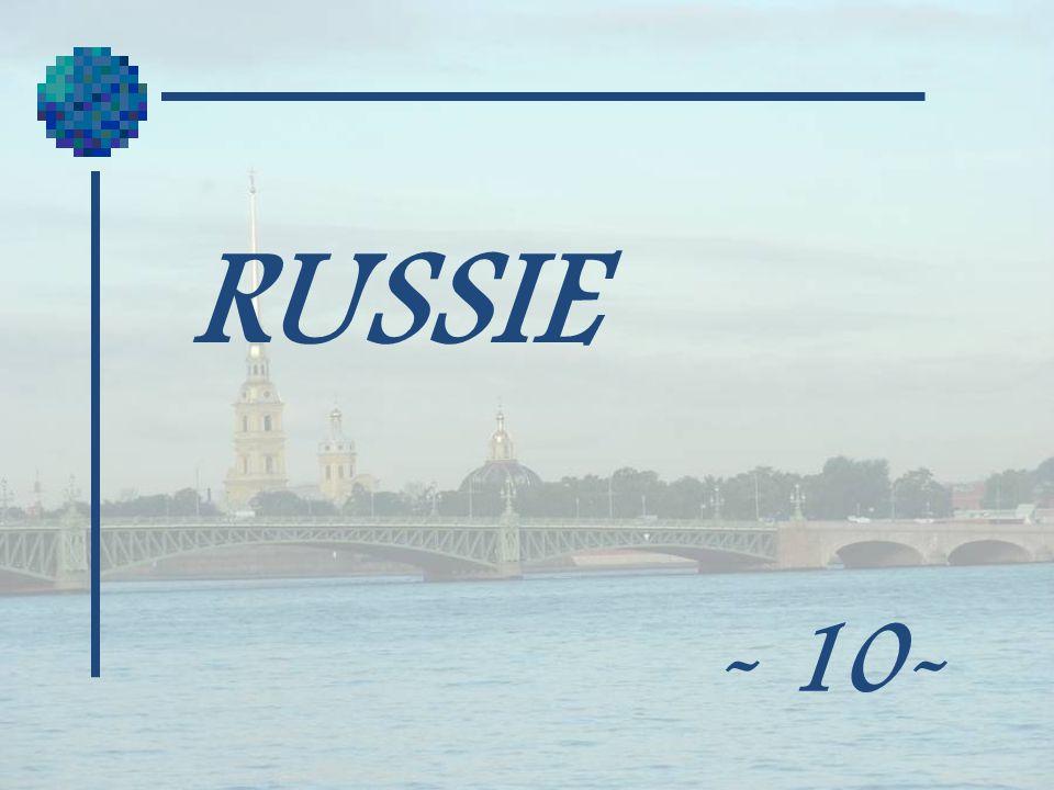 Liconostase comprend 43 icônes placées différemment des autres églises orthodoxes russes.
